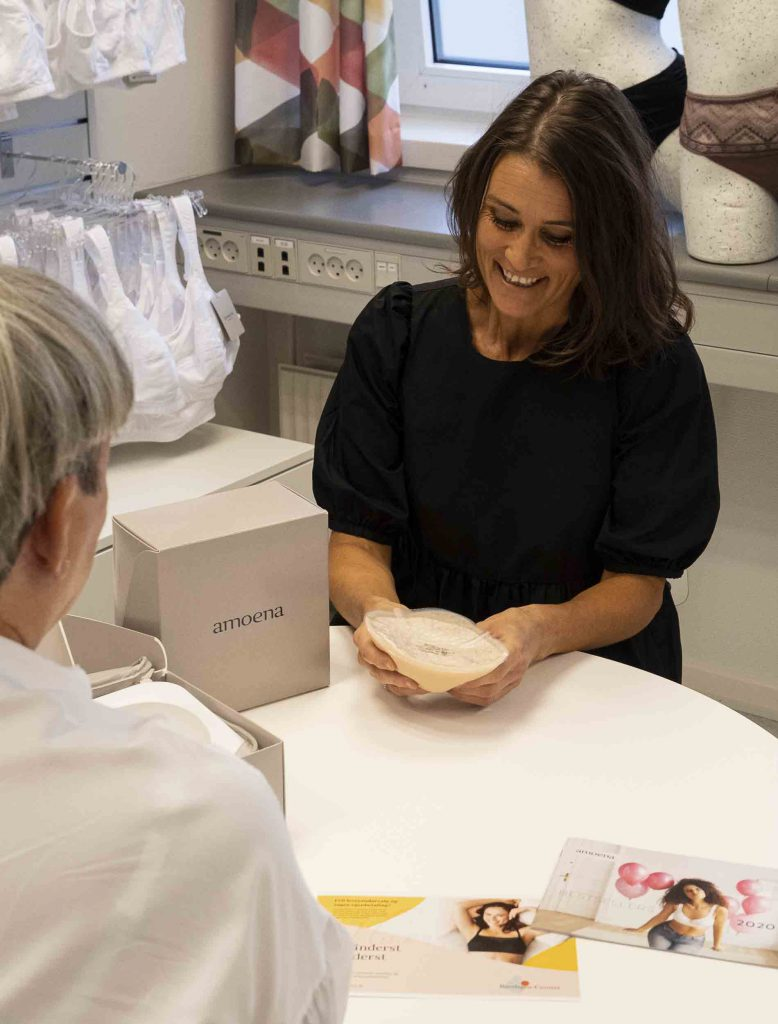 Brystprotesespecialist med stor viden om brystproteser er en styrker hos Bandagist-Centret. Vi lægger stor vægt på den personlige samtale